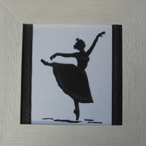 Baletka v bílém rámečku