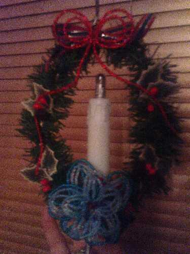 Závěs se svíčkou a vánoční hvězdou z korálků