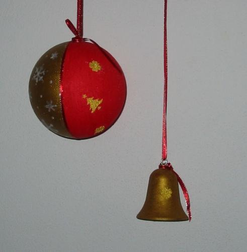 Vánoční koule a zvonek