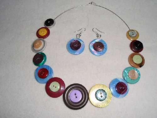 Šperk z knoflíků 2